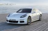 Компания Porsche опубликовала первые фото обновленной Panamera