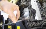 Что будет если перелить масло в двигатель: последствия и как убрать лишнее