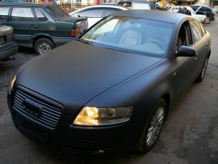 матовый черный автомобиль