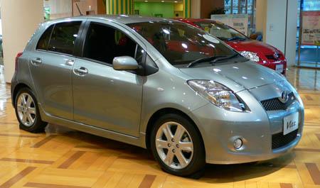 экономичный автомобиль Toyota Vitz