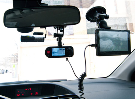 Гибрид а-ля «навигатор с большим экраном + видеорегистратор»