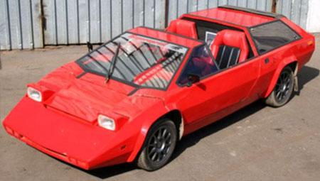 необычный красный автомобиль