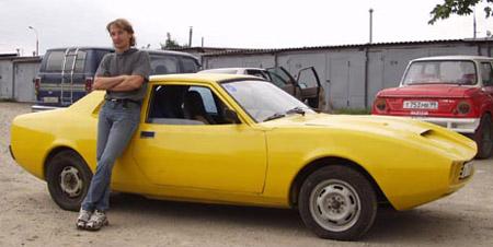 самодельный желтый автомобиль