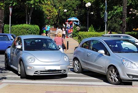 неправильная парковка автомобиля