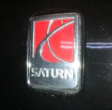 Значок на автомобилях Saturn