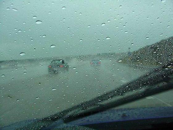 движение на автомобиле в ливень