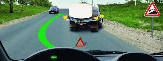 Разъезд встречных автомобилей на крутом подъеме дороги