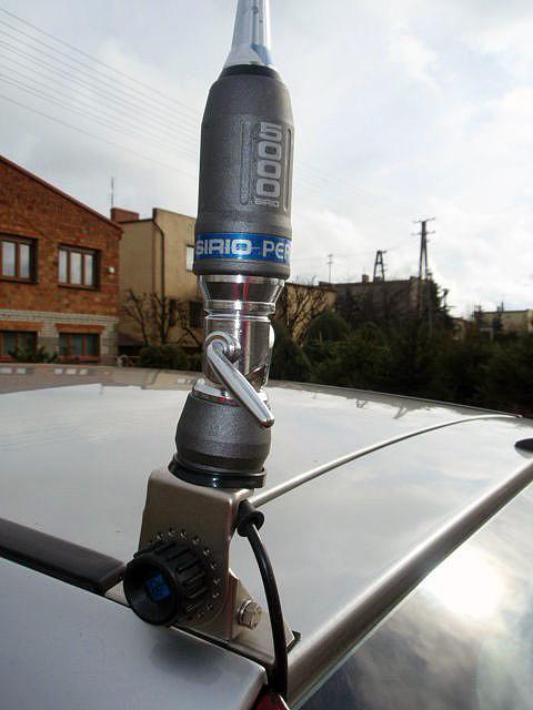 автомобильная антенна на кронштейне