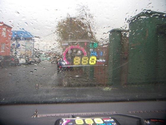 проекция на лобовом стекле в дождливую погоду