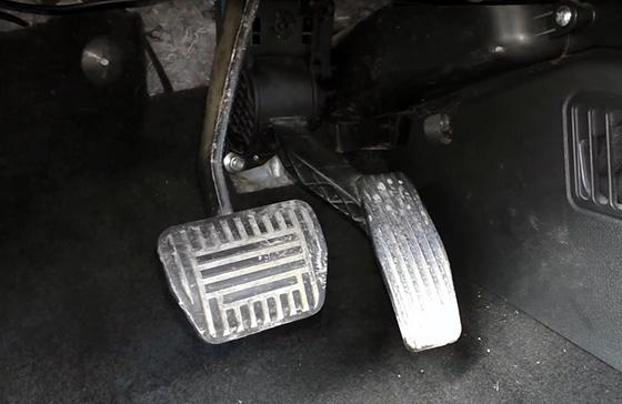 педаль Е-газа на Лада Калина