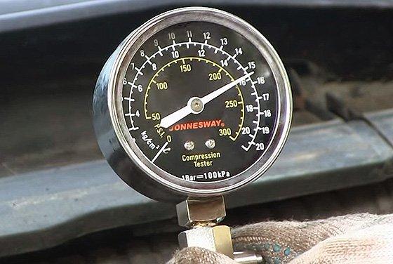 компрессометр для измерения давления в цилиндрах двигателя
