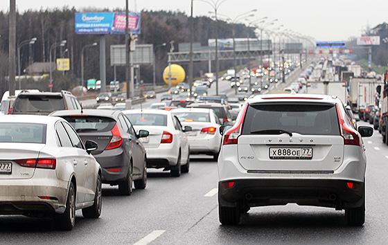 количество автомобилей на дорогах растет