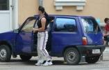 Девушка водитель за рулем