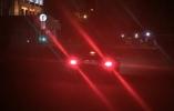 Как система ESS предупреждает водителей, которые едут сзади, об экстренном торможении