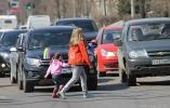 Разбираемся с правилами проезда пешеходных переходов вне перекрестка
