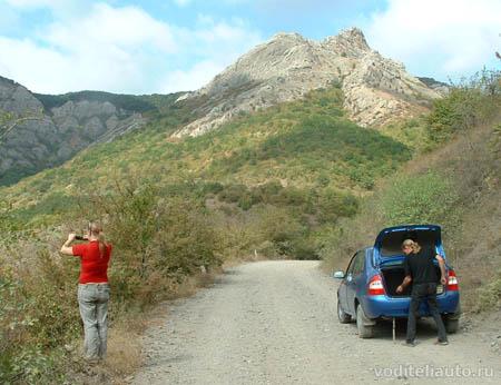 автомобиль в горах