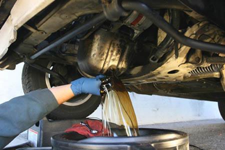 Как заменить масло в двигателе правильно
