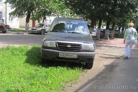 Парковка на газоне и штраф