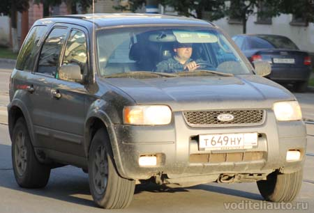 спина водителя автомобиля