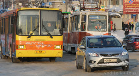 личные автомобили и общественный транспорт