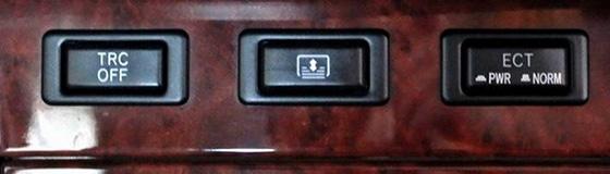 автомобиль Тойота кнопка  TRC OFF что это такое