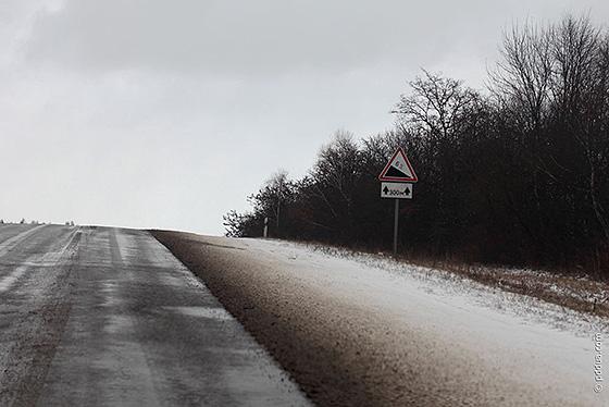на подъеме дороги ограничена видимость