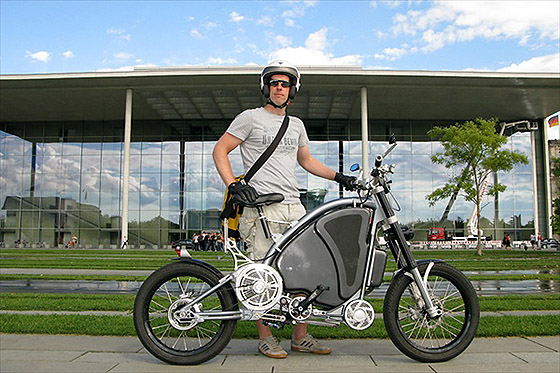 пешеход с велосипедом