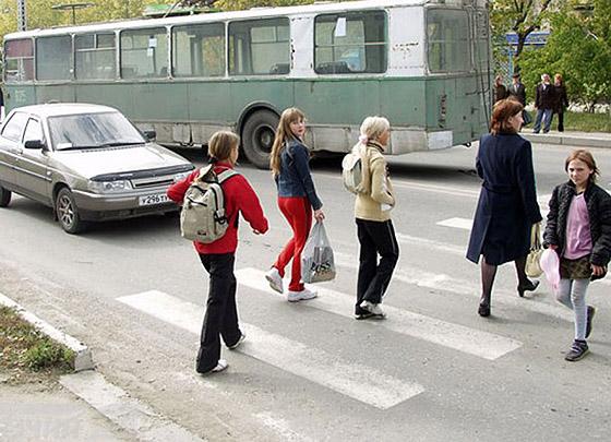 приоритет пешеходов на зебре