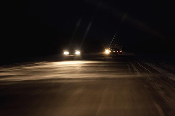 использование световых приборов автомобиля в темное время суток