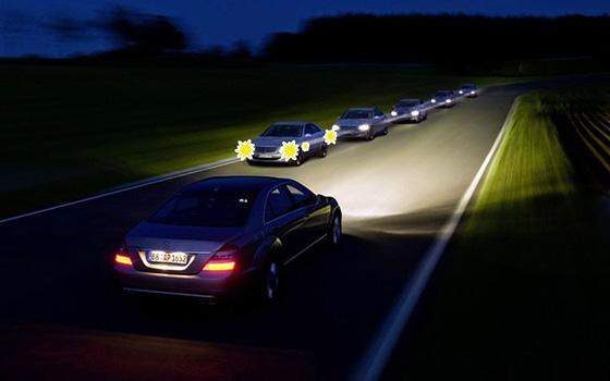 Световые сигналы аварийной сигнализации на автомобиле