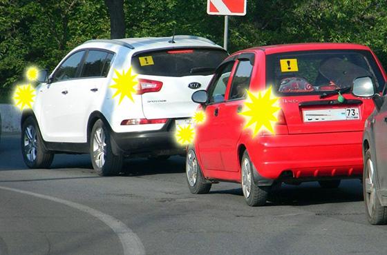 Световая аварийная сигнализация на автомобиле предупреждает об опасности