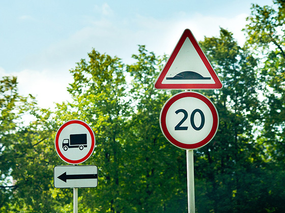 предупреждение о необходимости снизить скорость