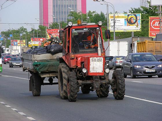 Скорость движения трактора ограничена его техническими характеристиками