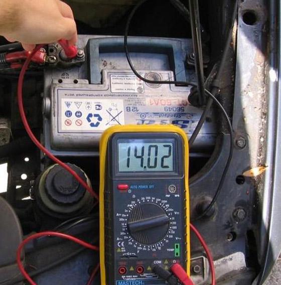 Измерение заряда АКБ от генератора мультиметром