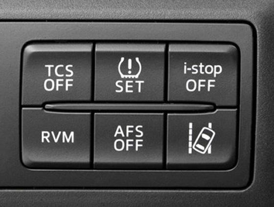 кнопка отключения TCS на автомобиле
