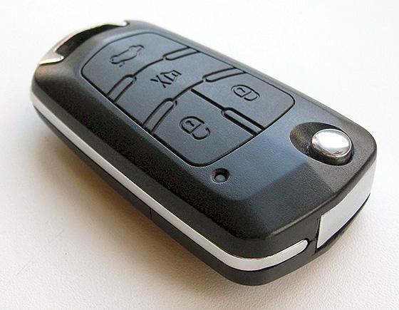 ключ с дистанционным управлением центральным замком и багажником
