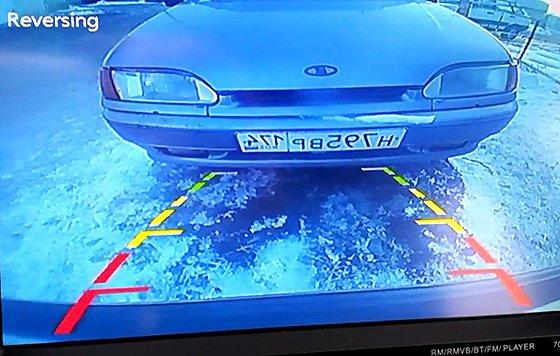как работает парктроник вместе с камерой заднего вида